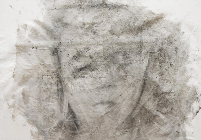 Francesco-Lopes-madreOscura_17_00V-stampa-fotografica-ai-sali-d'argento-su-tessuto-posata-a-mano-44-cm-x-64-cm-2018